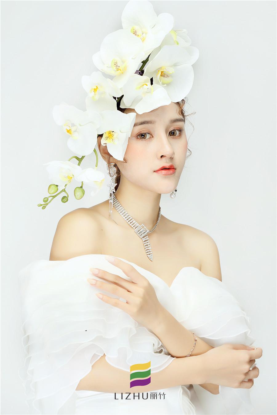 鲜花新娘时尚造型
