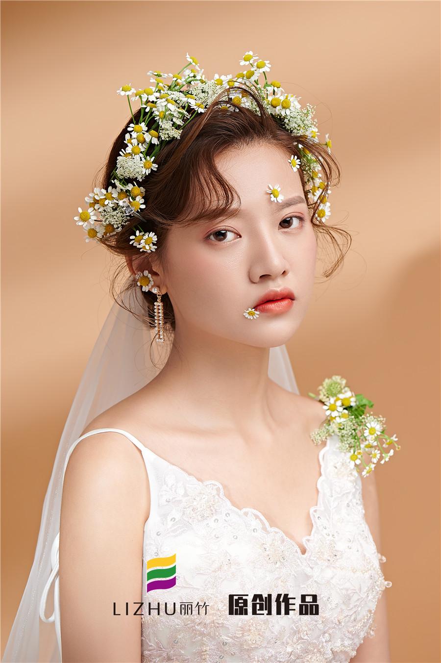 时尚鲜花新娘造型